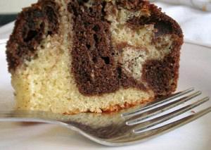 Δίχρωμο κέικ σοκολάτας