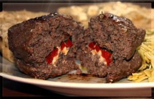 Μπιφτέκια γεμιστά με φέτα και πιπεριά