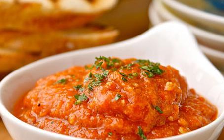 Σάλτσα με πιπεριές Φλωρίνης για ψητό κρέας