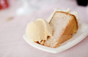 Ραβανί με μαστίχα και παγωτό