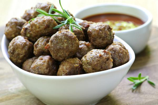 Meatballs with ouzo and mastic