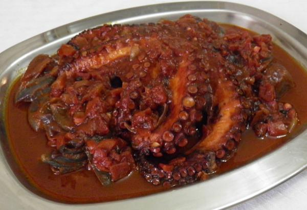 Greek octopus stifado (octopus and onion stew)