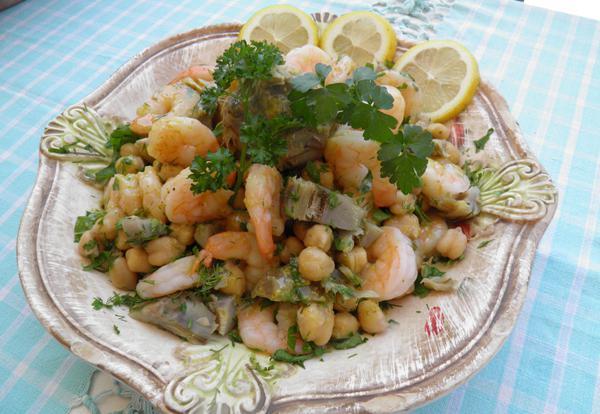 Σαλάτα με αγκινάρες, ρεβύθια και γαρίδες