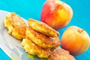 Τηγανίτες με σταφίδες ή μήλο