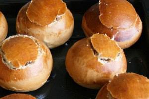 Στρογγυλά ψωμάκια γεμιστά με τονοσαλάτα