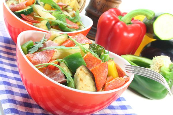 Σαλάτα με ρόκα, μελιτζάνα και παρμεζάνα