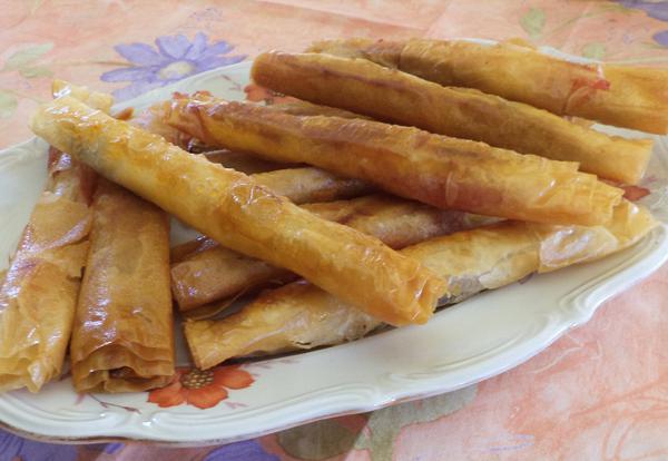 Φλογέρες με σουτζούκι και κασσέρι