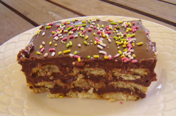 Καλοκαιρινό γλυκό σοκολάτα – μπισκότα