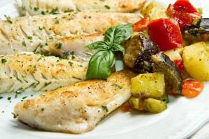 Ψητές συναγρίδες με λαχανικά και σάλτσα φινόκιο