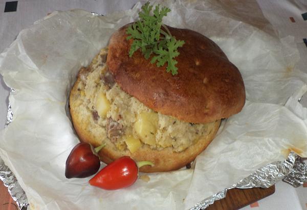 Κατσίκι ή αρνί μέσα σε καρβέλι από ζυμωτό ψωμί