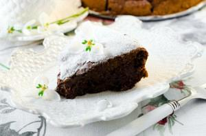 Σοκολατένιο κέικ με αμύγδαλα και πράσινα μήλα