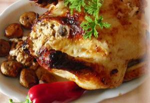 Κοτόπουλο γεμιστό με αμύγδαλα ή καρύδια και μανιτάρια