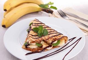 Κρέπες γλυκιές με αμύγδαλο,σοκολάτα και μπανάνα