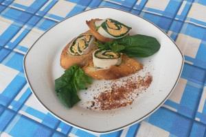 Μπρουσκέτες με σπανάκι, τυρί και καπνιστή γαλοπούλα