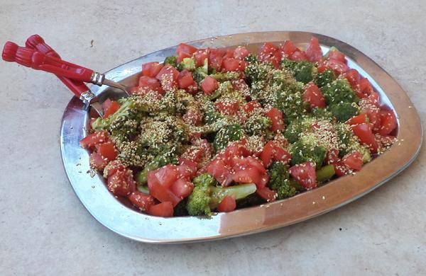 Μπρόκολο σαλάτα με σουσάμι