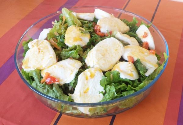 Σαλάτα με μοτσαρέλα
