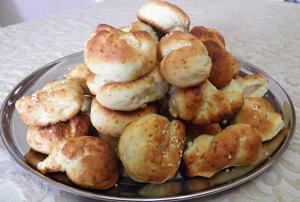 Κουλουράκια με τυρί και σουσάμι