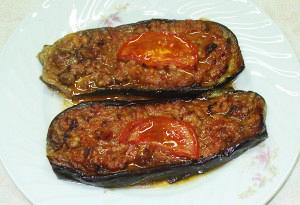 Greek papoutsakia (Stuffed eggplants)