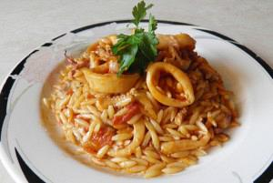 Greek giouvetsi with squids (Squids with orzo pasta)