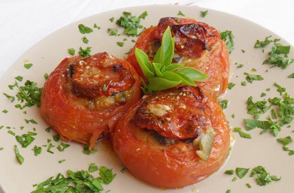 Γεμιστές ντομάτες με λαχανικά