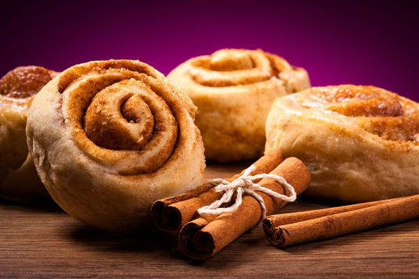Cinnamon puff pastry rolls