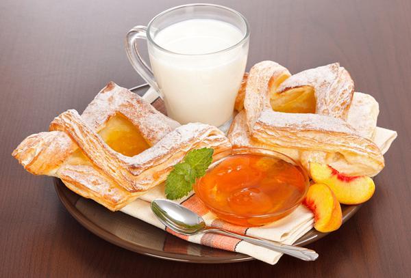 Peach jam in puff pastry