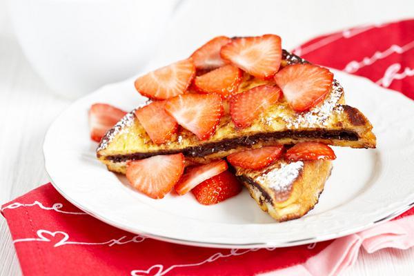 Τοστ τηγανητό με σοκολάτα και φράουλα