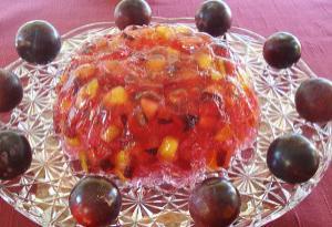 Ζελέ φράουλα με φρούτα