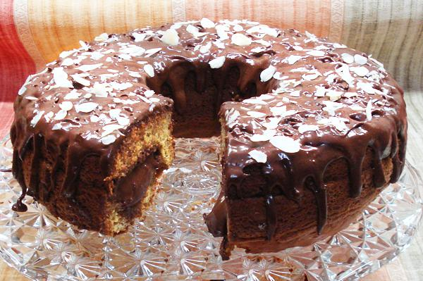 Cake with chocolate mousse filling
