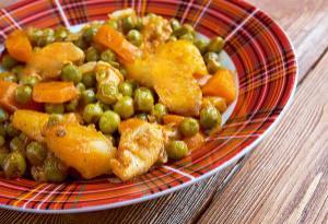 Πατάτες με αρακά και καρότο