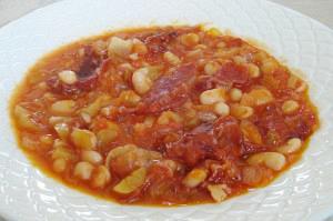 Φασόλια φούρνου με παστουρμά