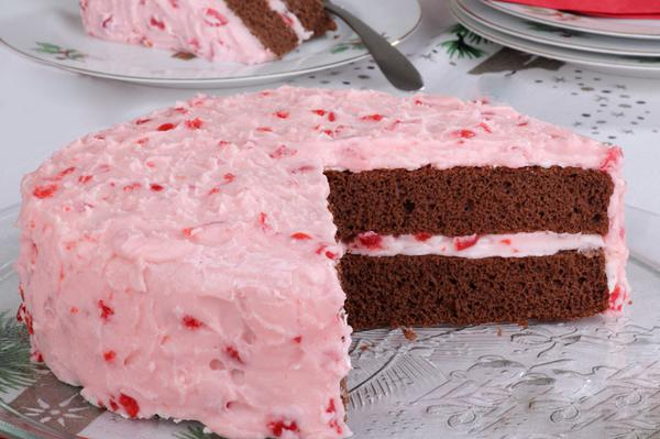 Syrup cake with strawberry mousse