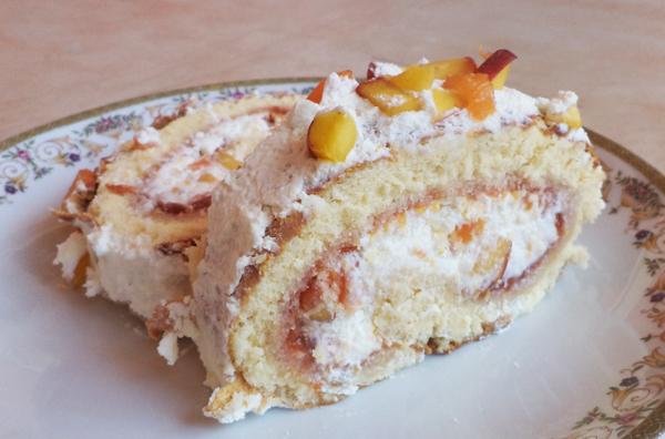 Peach sponge cake roll ( Greek peach kormos )