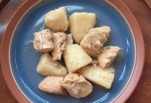 Χοιρινές μπουκιές λεμονάτες με πατάτες
