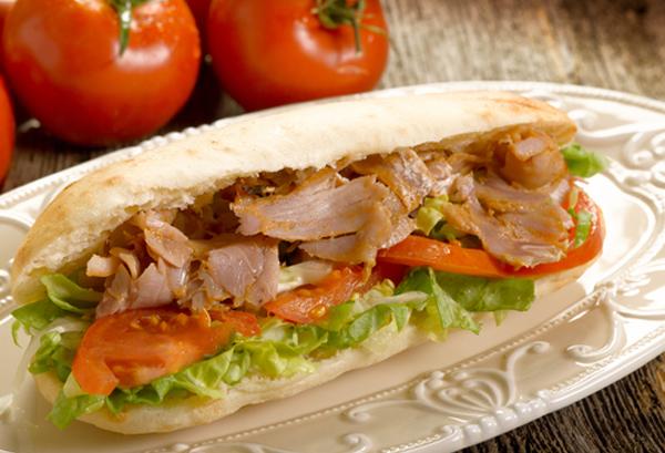 Σάντουιτς με γύρο κοτόπουλο