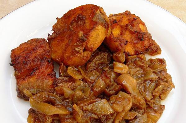 Μπακαλιάρος φούρνου με κρεμμύδια