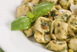 Τορτελίνια με σάλτσα πέστο