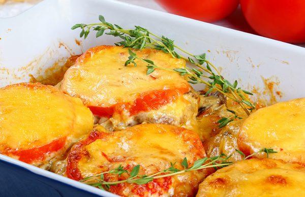 Μπιφτέκια με ντομάτα και τυριά (γκρατινέ)